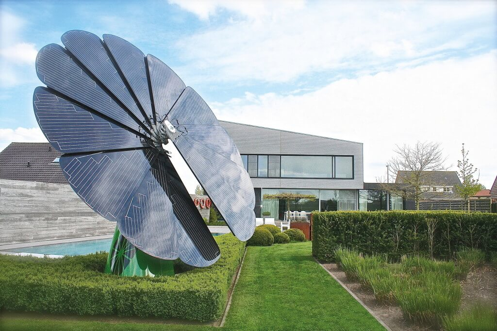 smartflower POP at private home. (PRNewsFoto/smartflower energy technology)