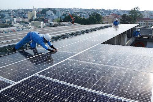 Bộ công thương đề xuất giữ giá điện mặt trời áp mái hơn 2.150 đồng một kWh đến hết 2021