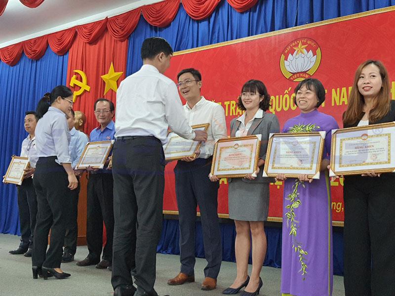 vu-phong-solar-duoc-nhan-bang-khen-cua-uy-ban-mat-tran-to-quoc-viet-nam-tinh-binh-duong-1
