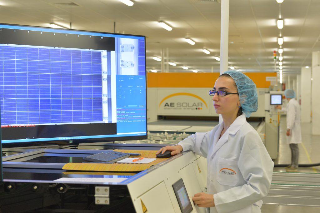 Các tấm pin được kiểm tra nghiêm ngặt ở từng giai đoạn để hạn chế tối đa lỗi